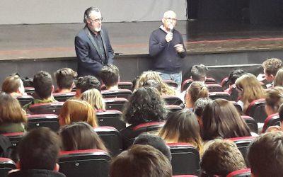 Los alumnos de ESO aplauden a Pepe Brotons, un hombre con vocación y comprometido con la vida